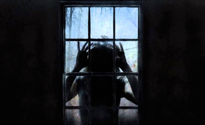Derrière les fenêtres